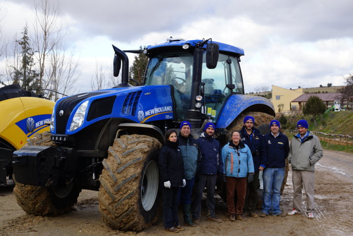 New Holland T8.350 Auto Command a examen, porte y transporte