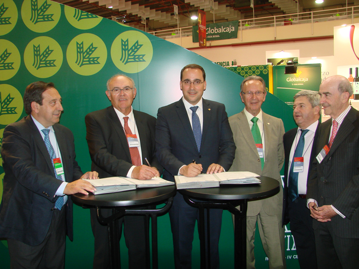 Asaja Castilla-La Mancha y Globalcaja firman un convenio para el desarrollo del sector agrario