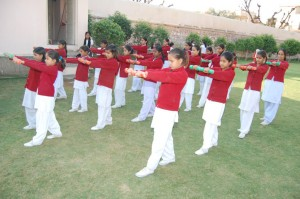 Indian girls at a school in the state of Rajasthan (FILEminimizer)