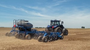 New Holland T8 NHDrive Autonomous Concept Tractor in the field with the ... (FILEminimizer)