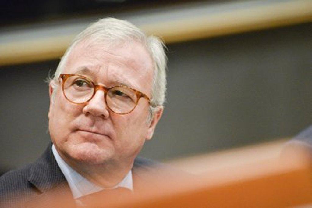 Valcárcel pide explicaciones a Bruselas por el recorte de los cupos de intervención de frutas y hortalizas a España