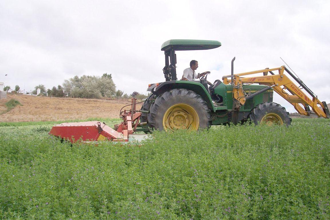 La inscripción registral de nuevos  tractores sube un 47% en septiembre,  con 1.219 unidades más