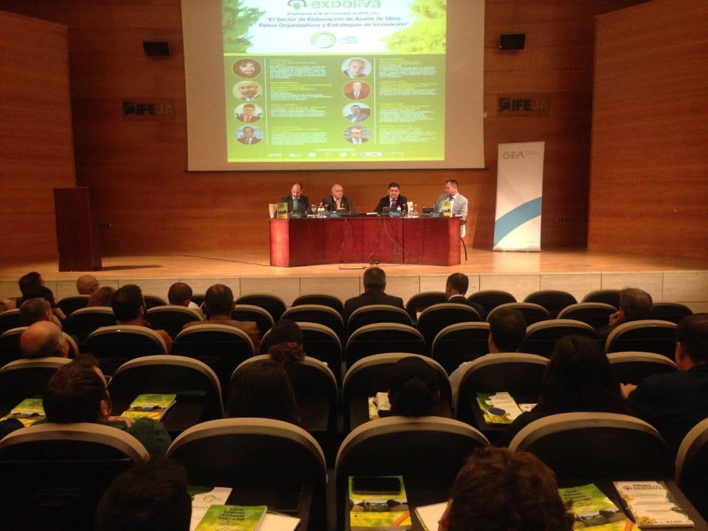 Internacionalización y agrupación de la oferta, los retos del sector oleícola