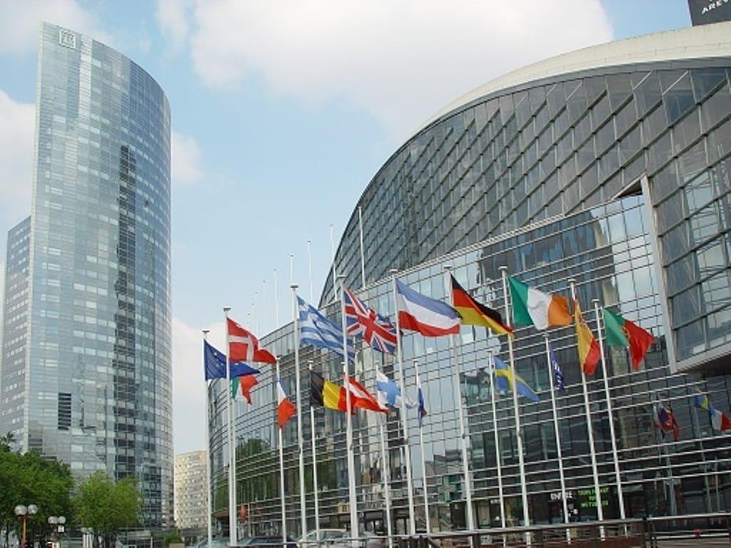 Bruselas seguirá simplificando la PAC en 2017 e intentará mejorar la posición de los productores en la cadena