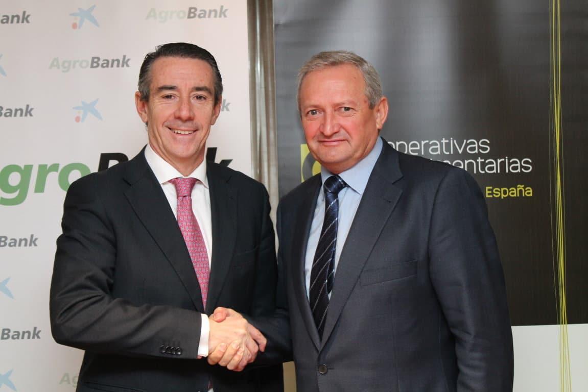 CaixaBank y Cooperativas Agro-alimentarias firman un convenio de colaboración para financiar la actividad empresarial asociativa