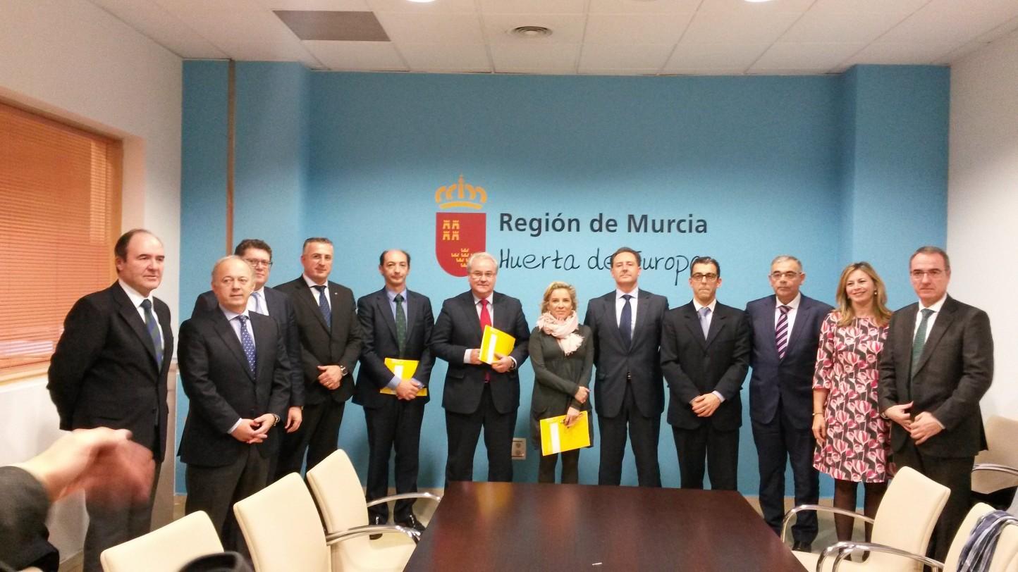 Globalcaja firma un convenio con la Región de Murcia para paliar los daños al sector agrario