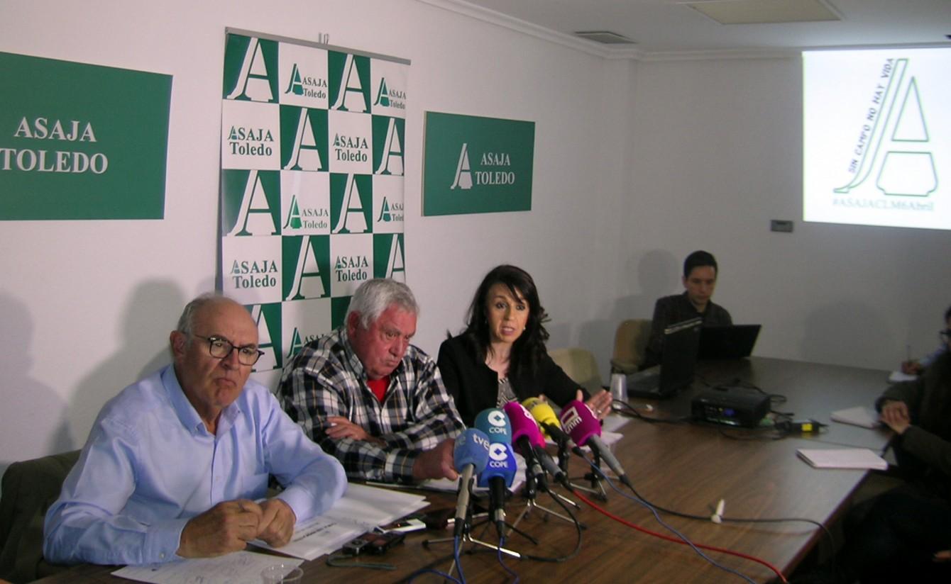 Manifestación de Asaja Castilla-La Mancha bajo el lema «sin campo no hay vida»