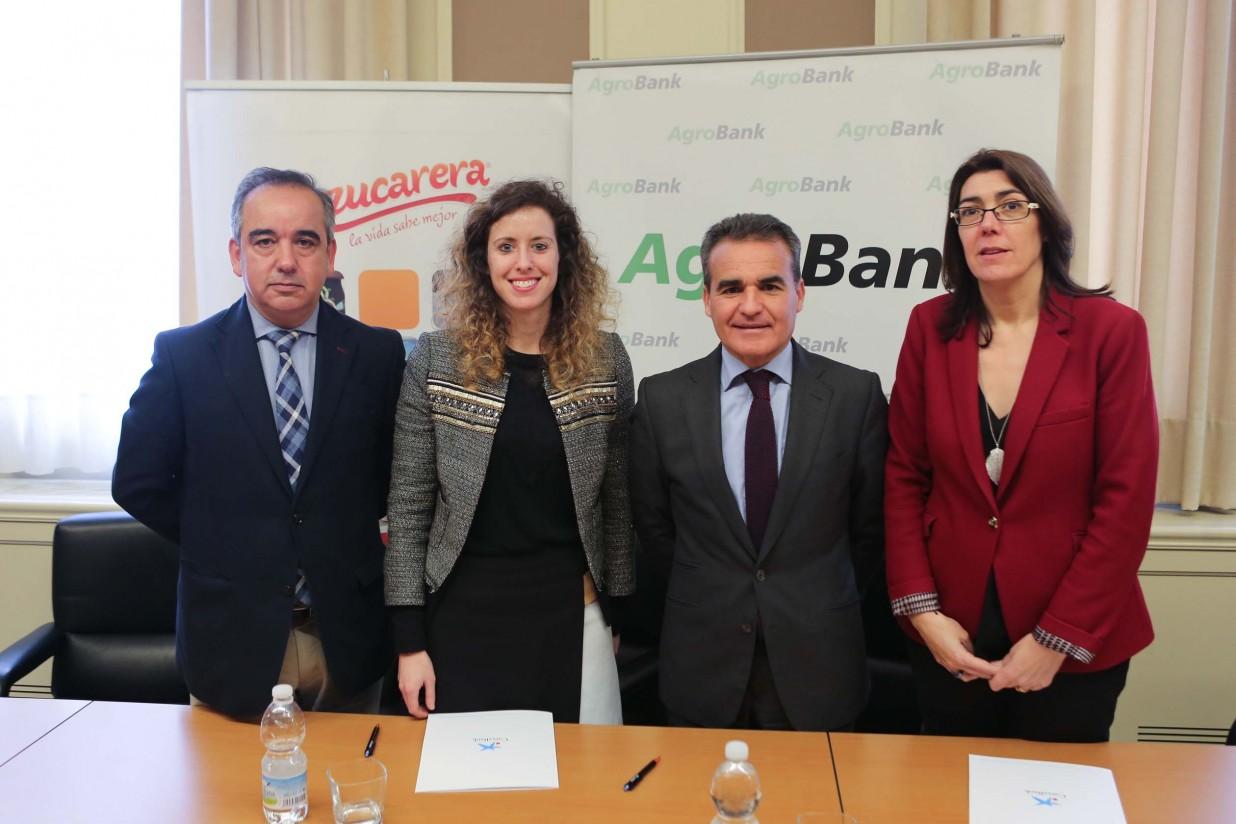 AgroBank y Azucarera firman un acuerdo para promover la financiación del sector azucarero