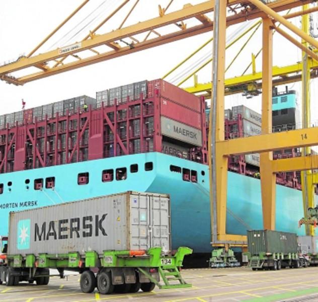 Comunidad Valenciana. Valencia 16 de Enero de 2015. El buque Morten Maersk durante su escala en el puerto de Valencia, siendo el barco mas grande que ha amarrado.  Fotografia de: Damian Torres