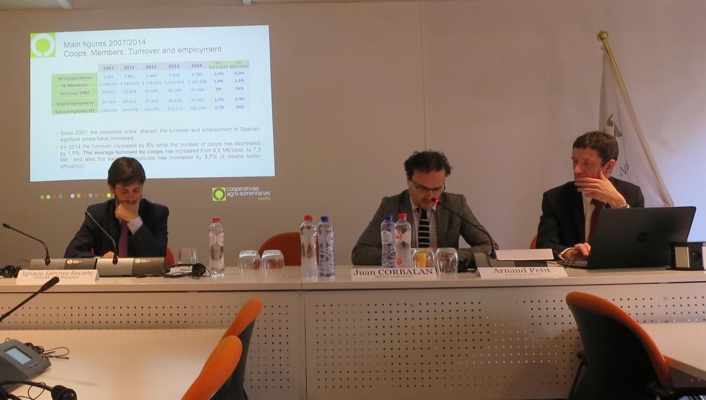 Cooperativas traslada la importancia del sector del vino ante las negociaciones con Mercosur