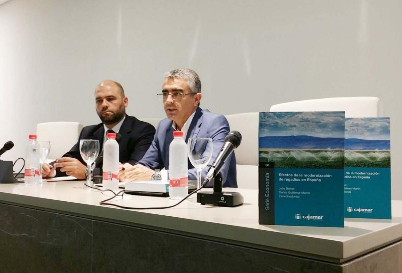 Cajamar aborda los beneficios y los retos pendientes de la modernización del regadío en la agricultura española