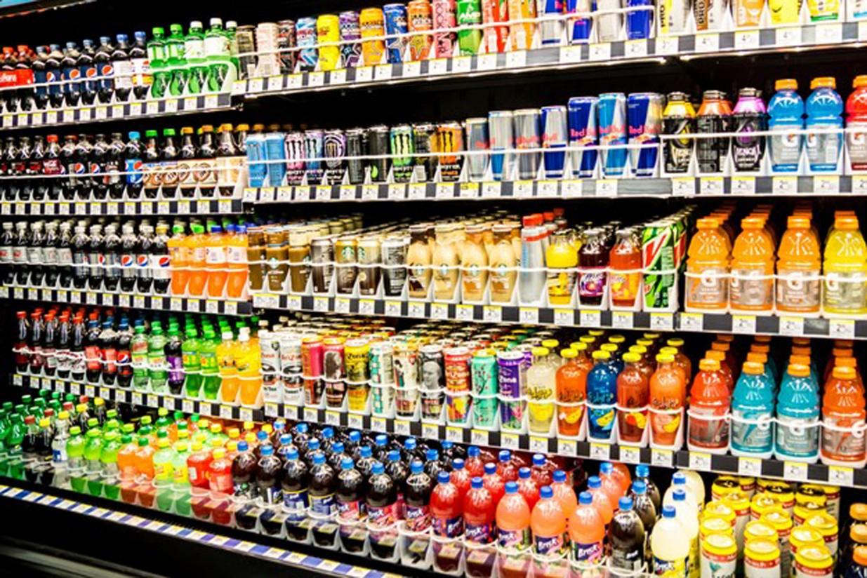 Montoro anuncia que el Gobierno no va a recurrir al TC la tasa catalana a las bebidas azucaradas
