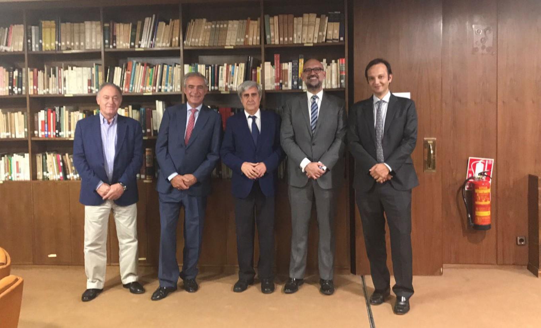 Veterindustria reafirma al CGCVE su apoyo para reforzar la figura del veterinario