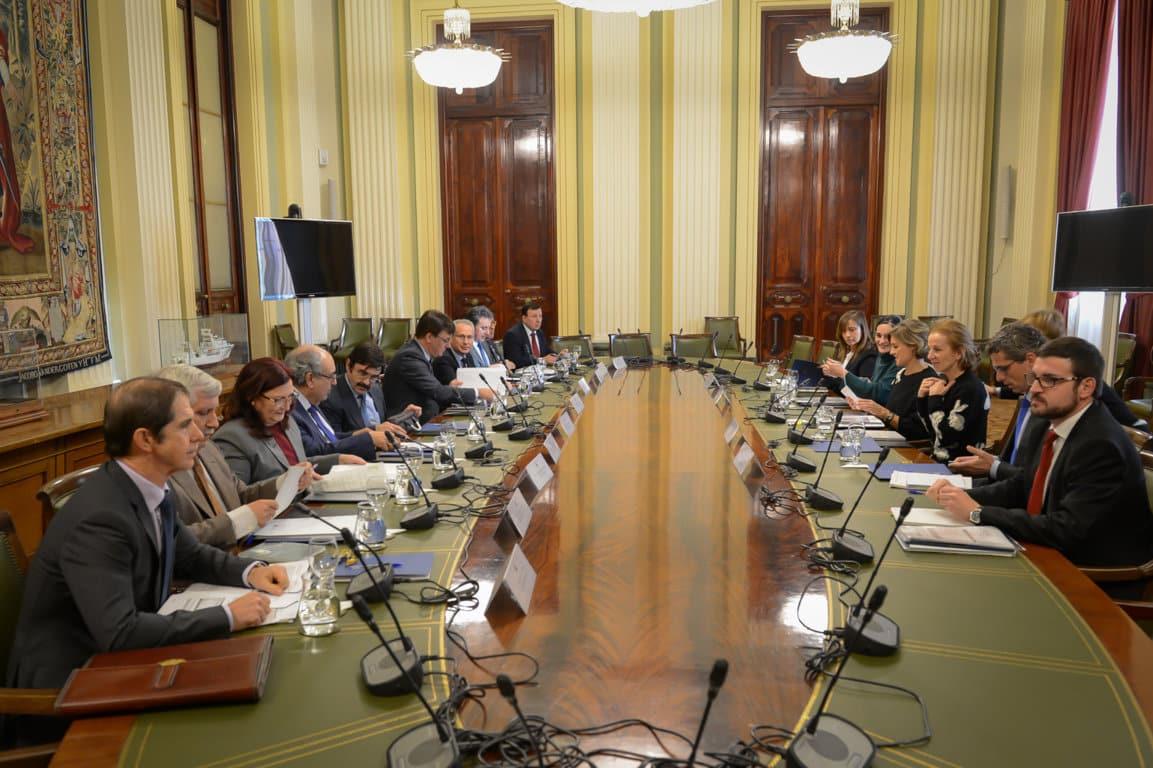 García Tejerina pide vigilar los consumos y una gestión eficiente del agua ante la escasez