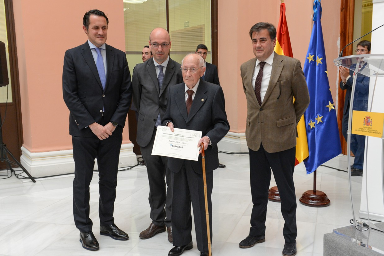 El Cuerpo Nacional Veterinario entrega sus primeros premios