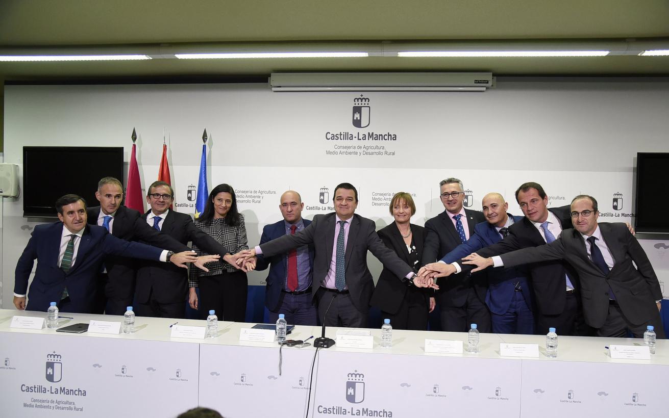 Castilla-La Mancha renueva el convenio con nueve entidades financieras que movilizó 36,3 M€ para jóvenes agricultores