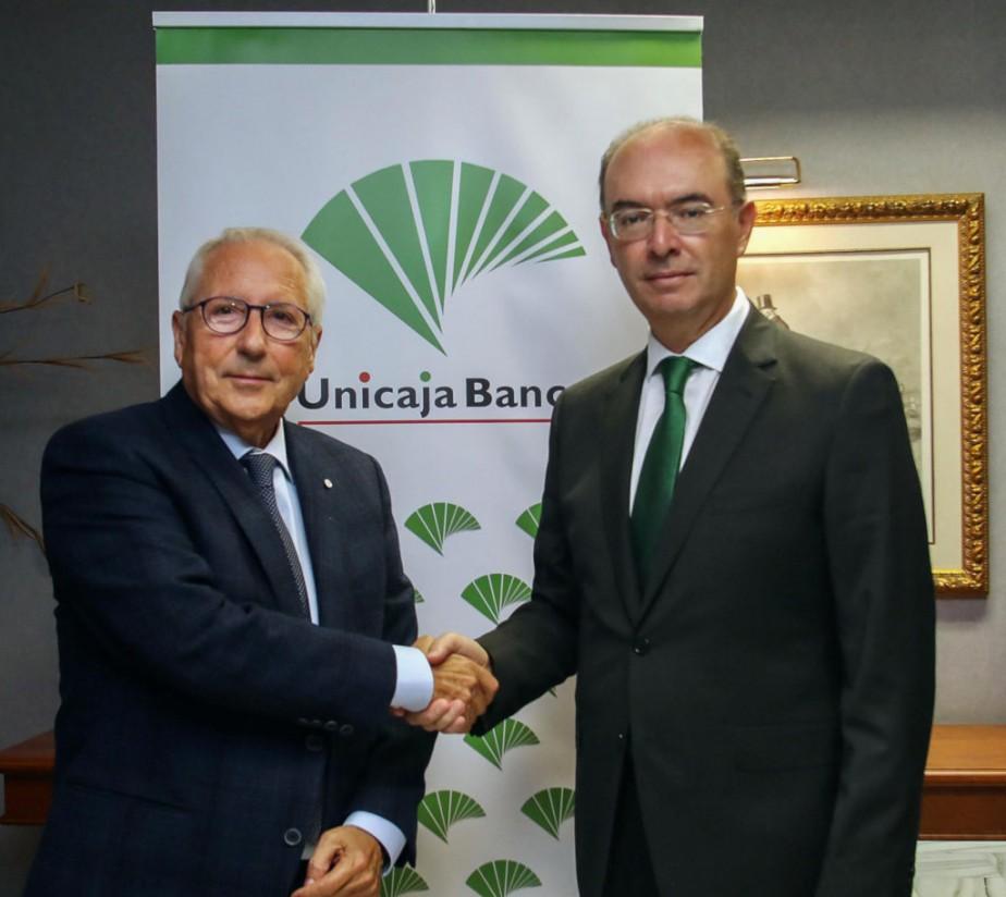 Unicaja Banco renueva su convenio con la Asociación Española de Productores de Frutas Tropicales