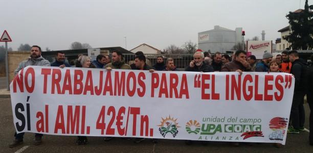 Remolacheros de Castilla y León se manifiestan a la entrada de las plantas azucareras