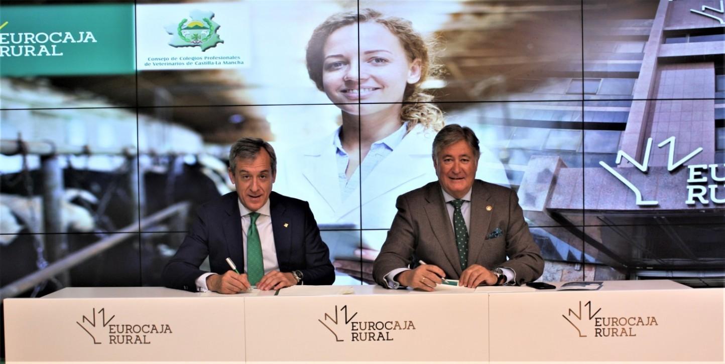 Eurocaja Rural habilita cien millones a los veterinarios de CLM para propiciar su accesibilidad al crédito
