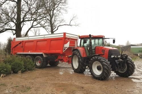 BKT presenta su gama de neumáticos para remolques agrícolas