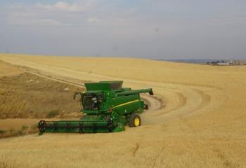 John Deere T560i HarvestSmart con compensación de pendiente y transmisión ProDrive