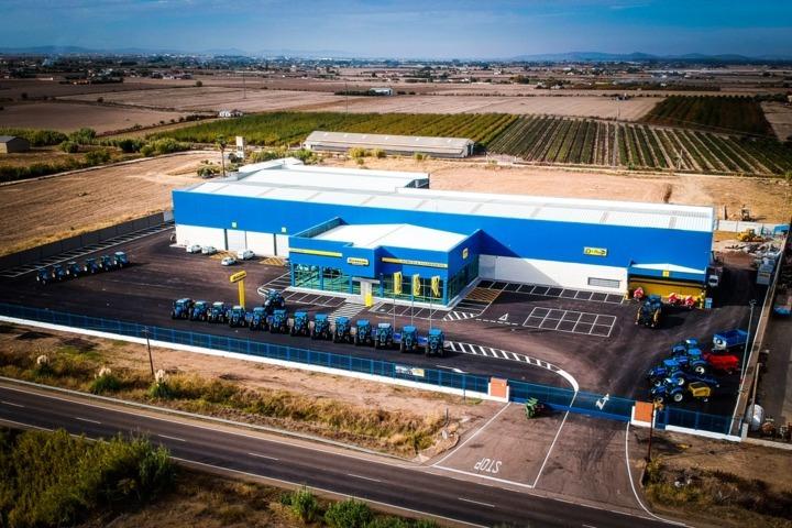 Agrivisa, concesionario oficial New Holland, inaugura sus nuevas instalaciones en Villanueva de la Serena
