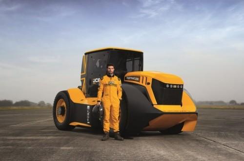 BKT equipa con sus neumáticos el Fastrac que ha batido un nuevo Record Guinness de velocidad