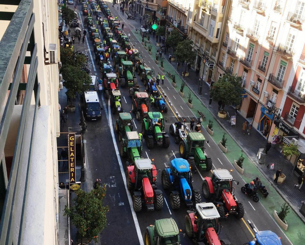 #AgricultoresAlLímite: miles de vehículos y agricultores se manifiestan por todo el país