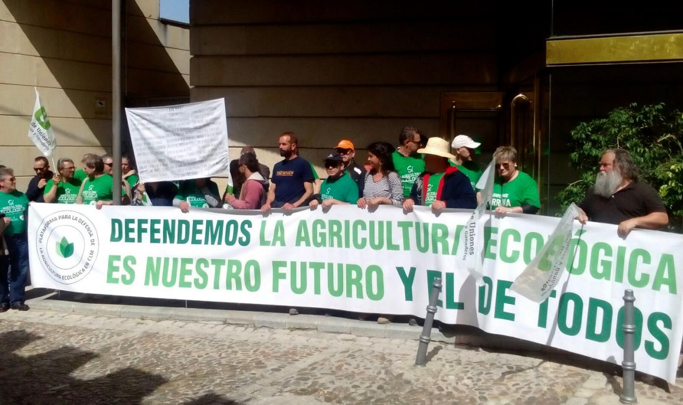 La Plataforma de Agricultura Ecológica de Castilla-La Mancha protesta ante el Tribunal Constitucional