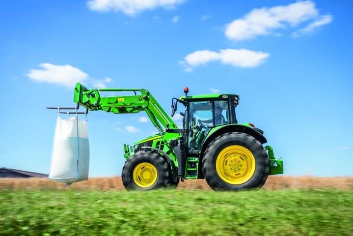 Nueva serie M de palas cargadoras frontales John Deere para tractores de hasta 155 CV