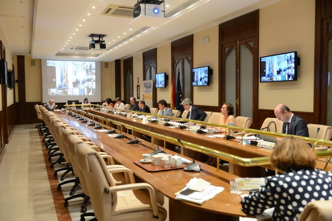 Planas presenta a las CC.AA. las medidas para apoyar al Ibérico y la flor cortada