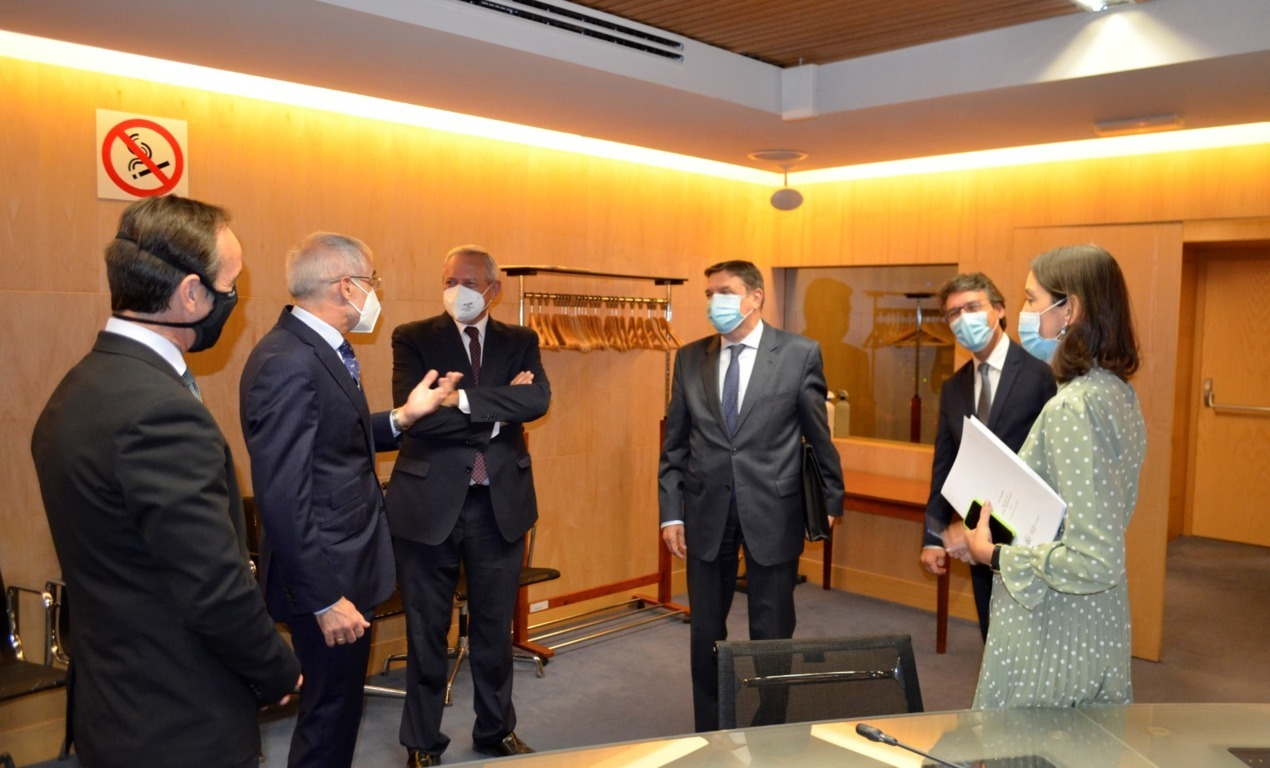 España solicita a la CE una posición firme con EE.UU. para la retirada de los aranceles