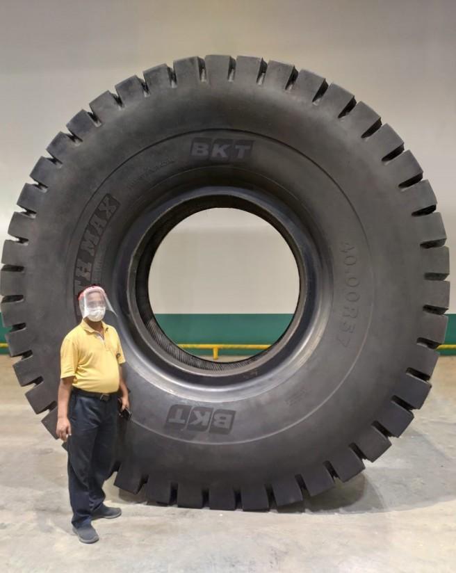 Earthmax SR 468, el nuevo neumático gigante de BKT