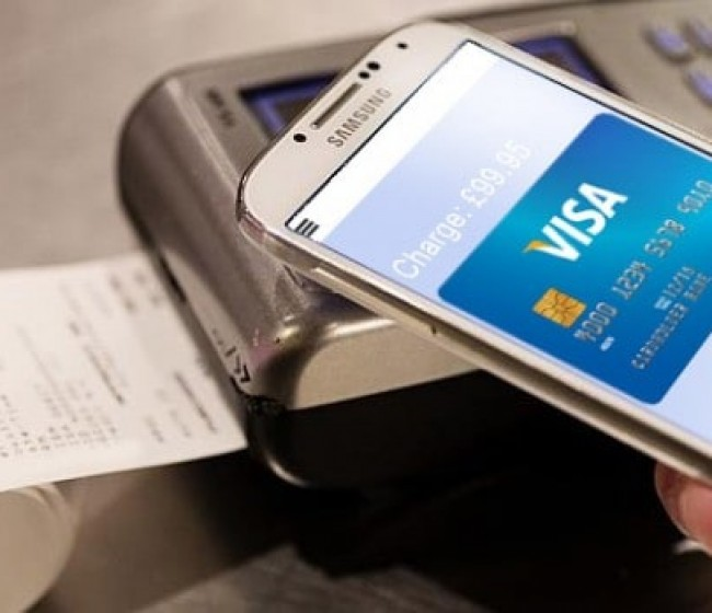 Consumo: la crisis impulsa el uso del smartphone como sistema de pago