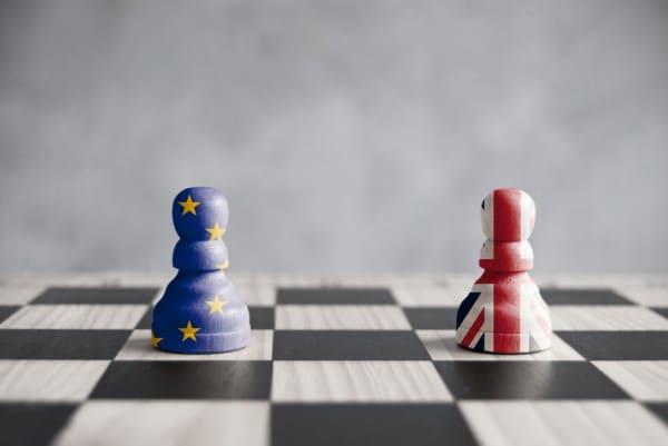La UE y el Reino Unido siguen negociando en el tiempo de descuento