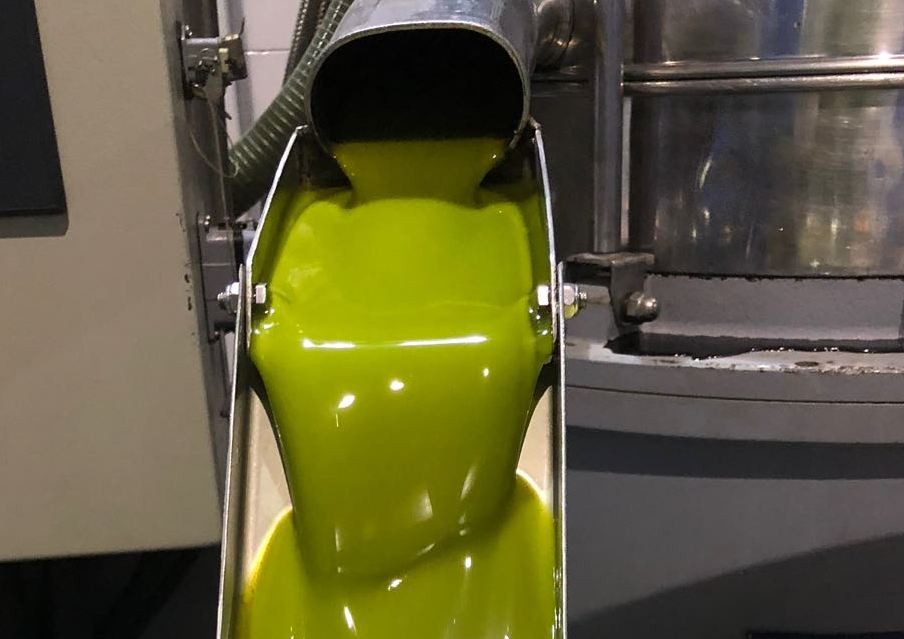 Las salidas de aceite de oliva al mercado habrían superado las 134.000 toneladas en noviembre