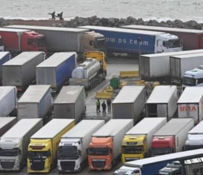 Los exportadores de frutas y hortalizas frescas urgen a normalizar el flujo comercial de camiones con Reino Unido