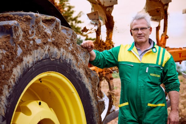Angelo Caligari elige los neumáticos BKT Agrimax Force para equipar su tractor