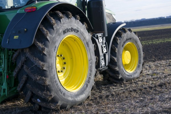 Nueva gama de neumáticos Kleber Topker IF para tractores de alta potencia