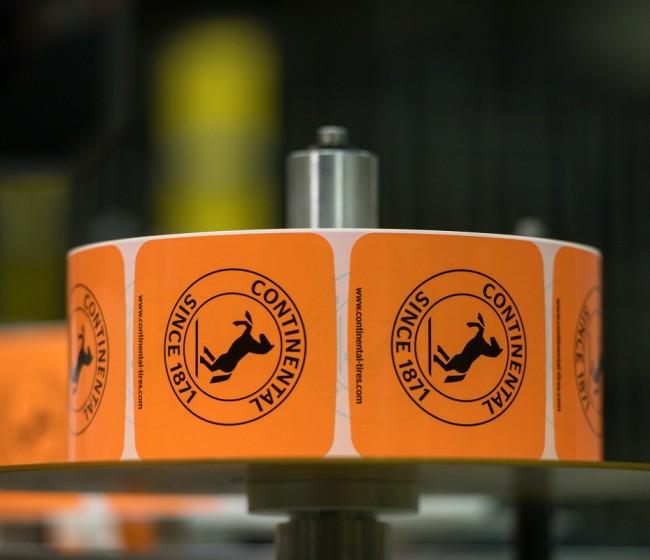 Continental reduce el número de pegatinas usadas en sus neumáticos