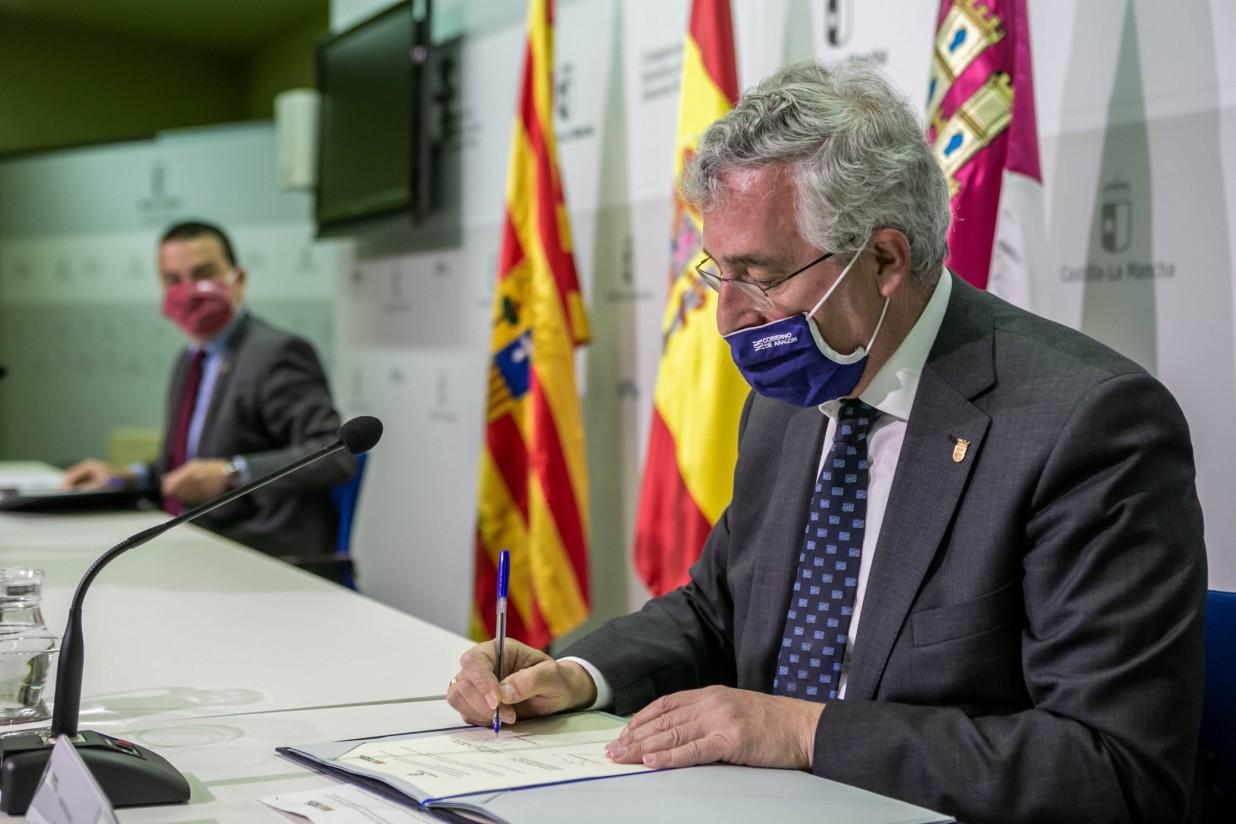 El consejero de Agricultura de Castilla-La Mancha y el consejero