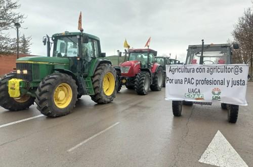 Más de 150 tractores reivindican en Teruel una PAC justa para el medio rural