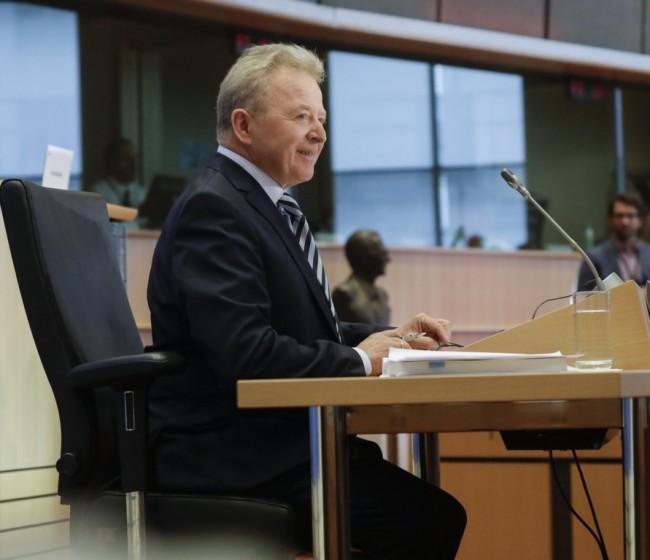 Wojciechowski confía en la recuperación del sector vitivinícola sin poner más dinero