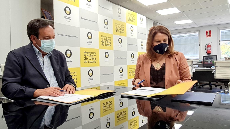 Acuerdo con la interprofesional del aceite de oliva para crear una huella digital de los AOVES andaluces