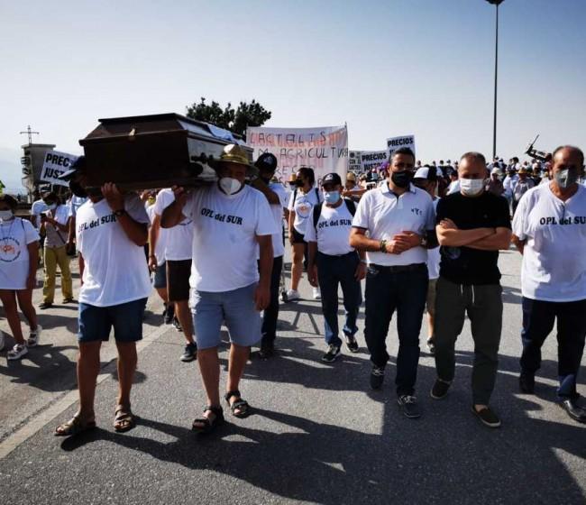 Las manifestaciones del sector vacuno de leche continúan en Andalucía