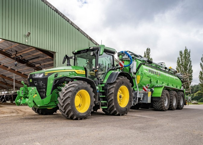 John Deere oferta un sistema de control de presión de neumáticos totalmente integrado en su serie de tractores 8R
