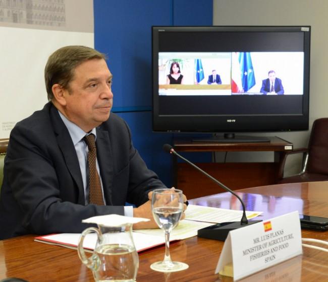 Planas confía en entregar a tiempo el Plan Estratégico nacional de la PAC a la Comisión Europea