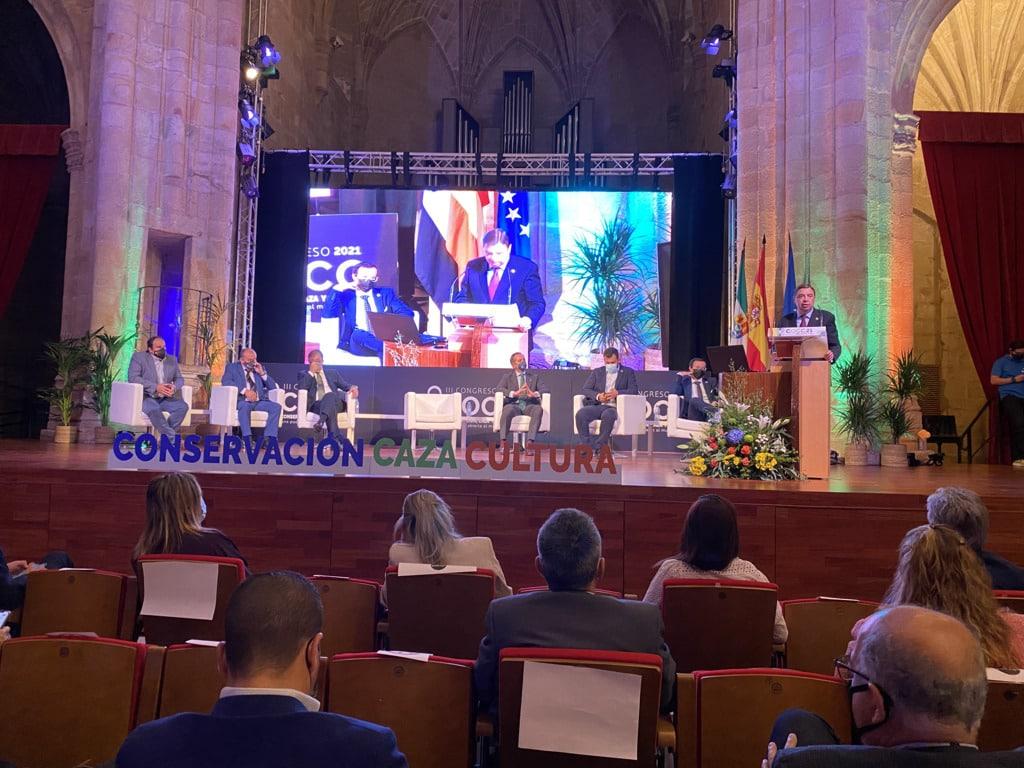 Planas defiende en Extremadura una gestión cinegética sostenible y dinamizadora del medio rural